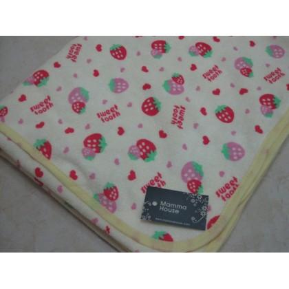 Baby waterproof mat - strawberry (size M)
